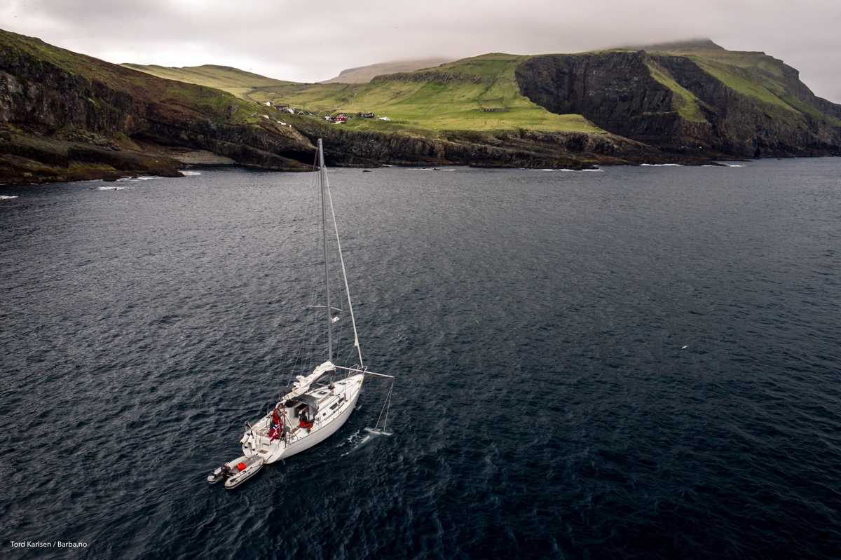 Trawling for microplastic outside the Mykines island in the Faroe Islands. Photo: Tord Karlsen / Barba.no